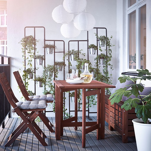 Decorar el balc n o terraza con ikea ideas low cost muy for Table de balcon ikea