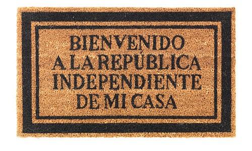 felpudo bienvenido a la república independiente de mi casa