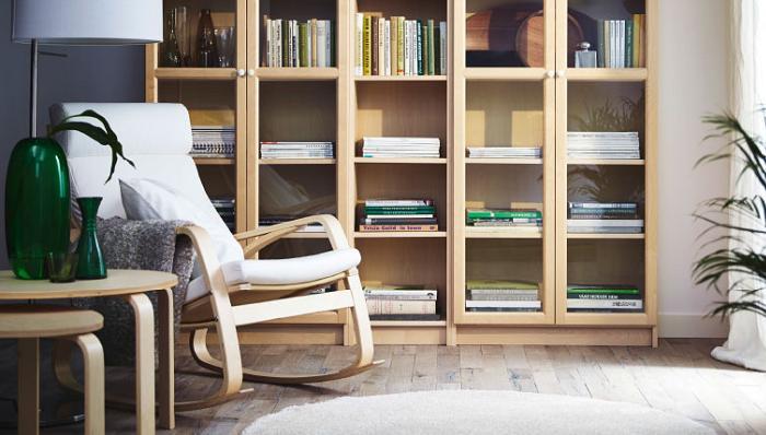 el sillon poang ikea es perfecto para relajarse
