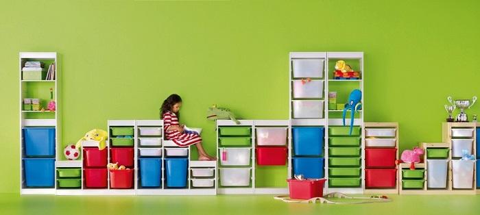 la serie trofast ikea consta de diversas estructuras baldas y cajas que puedes combinar como quieras para adaptar el mueble a las necesidades de cada