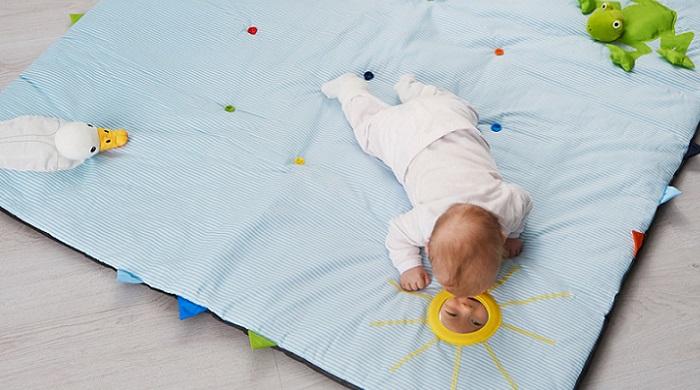 juguetes ikea para bebes manta actividades puzzle suelo