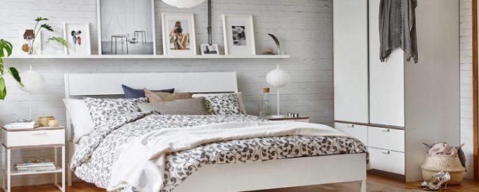decora tus paredes con un estante para cuadros ikea
